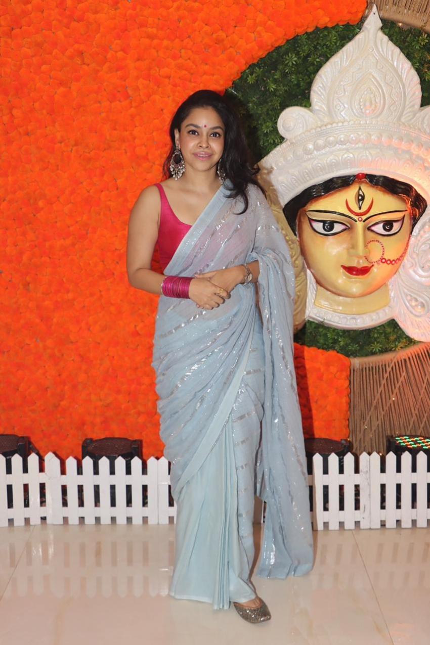 Durga Puja 2021: Rani Mukerji, Kajol And Other Stars Seek Divine Blessings On Maha Navami Photos