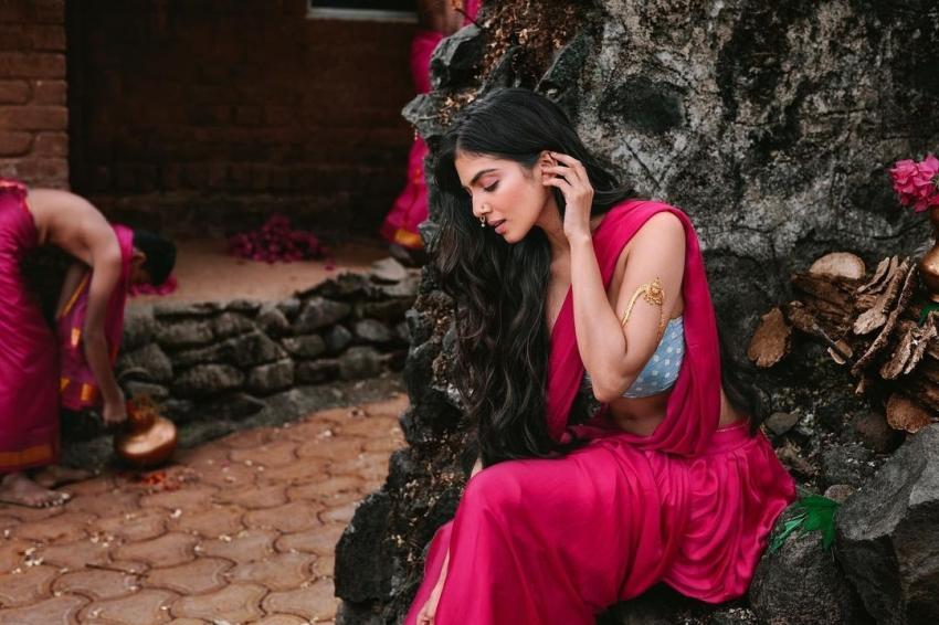 ഗ്ലാമറസ്  ലുക്കിൽ  മാളവിക മോഹനൻ, ചിത്രം  കാണൂ
