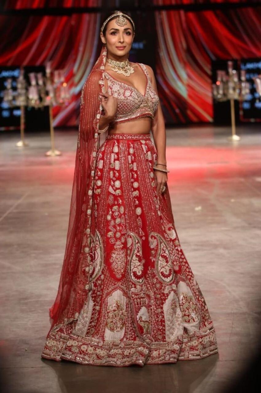 Malaika Arora walk the ramp at Lakme Fashion Week 2021 Photos