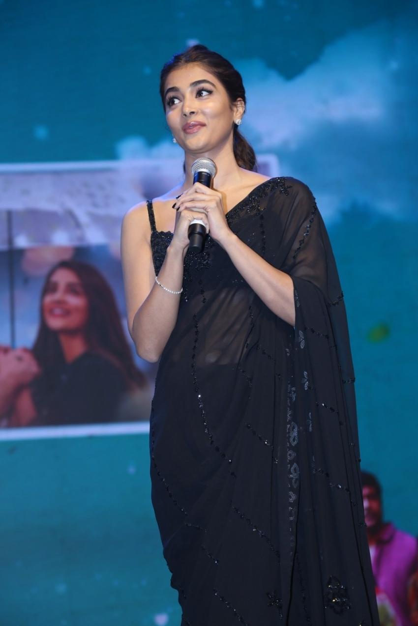 Pooja Hegde మోస్ట్ ఎలిజిబుల్ బ్యాచ్లర్ సక్సెస్ జోష్లో బుట్ట బొమ్మ