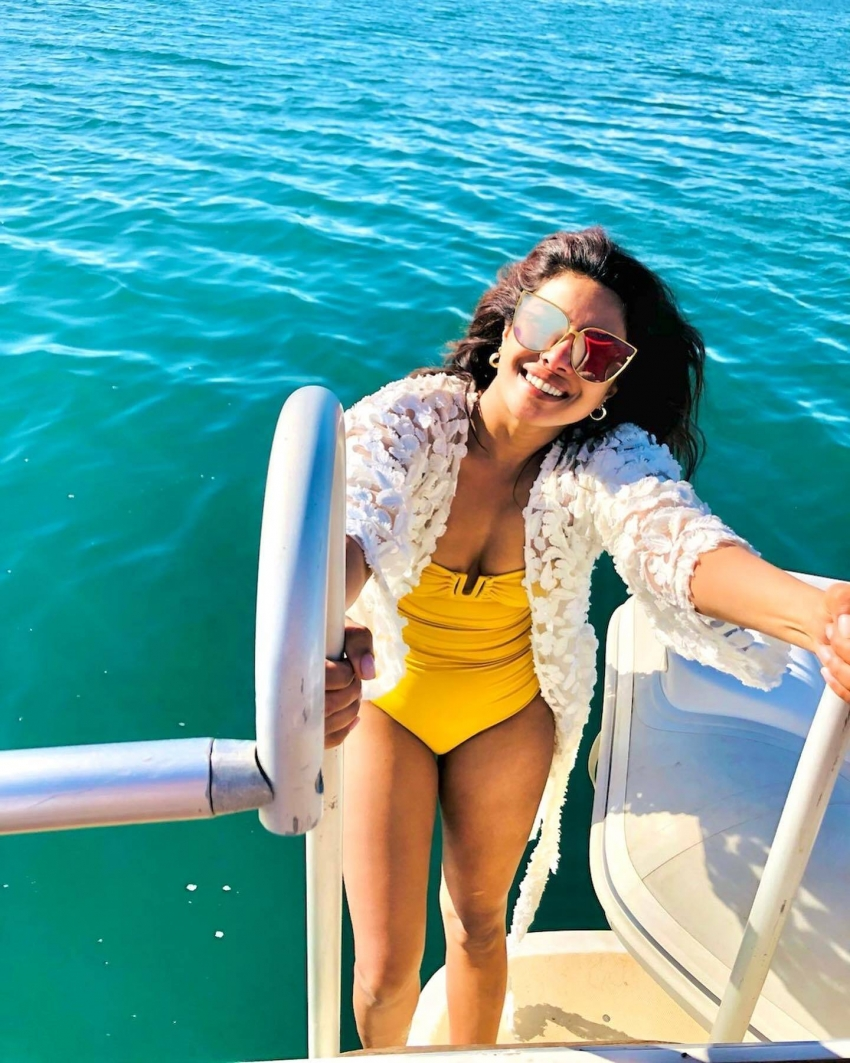 Priyanka Chopra Latest Red Hot Bikini Pictures From Spain Are Too Hot To Handle Photos