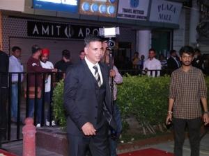 Akshay Kumar & Mouni Roy Promote Gold In New Delhi