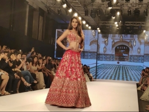 Bollywood Celebs Walks The Ramp At Bombay Times Fashion Week 2018