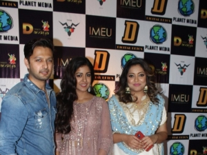 Tanushree Dutta with sister Ishita Dutta and Vatsal Sheth at Dream Dandiya