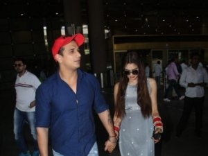 Prince Narula and Yuvika Chaudhary Spotted At Mumbai Airport