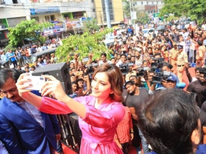 Rashi Khanna Launched Big C 226th Outlet At Vizag