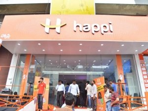 Rashmika Mandanna Launches Happi Mobiles At Banjara Hills