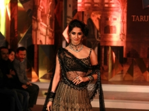 "Disha Patani Walking Ramp For  Tarun Tahiliani At Blender""s Pride Fashion Tour"