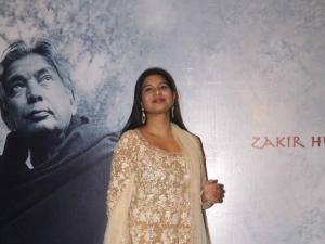 Star Studded Red Carpet Of Raag Shayari Premiere Show