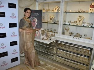 Kangana Ranaut At Amrapali Jewelry Store