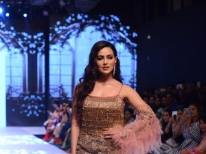 Sana Khan Walks The Ramp At Bombay Times Fashion Week 2019