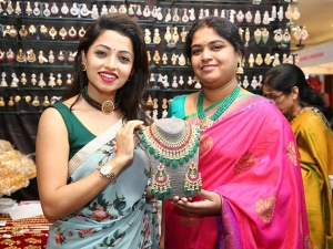 Television Actress Navya Swamy Inaugurated Trendz Expo