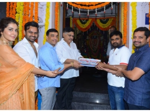 Prati Roju Pandage Movie Pooja
