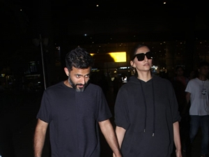 Sonam Kapoor and Anand Ahuja Snapped at Mumbai Airport