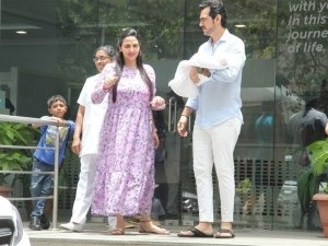 Esha Deol and Husband Bharat With New Born Baby At Hinduja Hospital