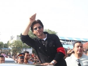 Shahrukh Khan at Bandra Railway Station for Postage Stamp Launch
