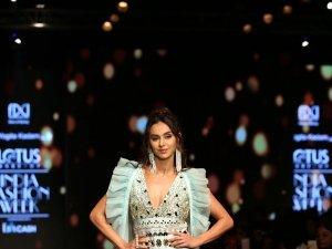 Shibani Dandekar Walks The Ramp At Lotus Fashion Week 2019