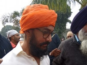 Aamir Khan Takes Blessing From Gurudwara Bathaa Sahib For Lal Singh Chaddha Movie