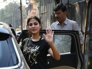 Rhea Chakraborty and Rakul Preet Singh spotted at Gym in Mumbai