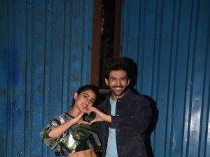 Sara Ali Khan and Kartik Aaryan snapped promoting 'Love Aaj Kal' at Film City