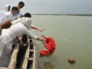 Sushant Singh Rajput's Family Immersed His Ashes in Holy Ganga River