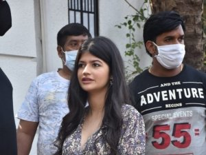 David Dhawan with family spotted leaving Varun Dhawan's wedding venue in Alibaug