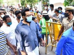 Celebs Pay Last Respect To Actor Vivek