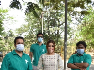 Payal Ghosh provides food to needy people in Versova, Mumbai