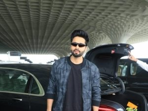 Akshay Kumar, Vaani Kapoor and Team Bellbottom snapped at Mumbai Airport