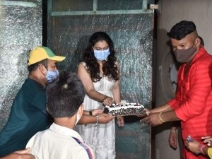 Kajol celebrates her birthday with her fans