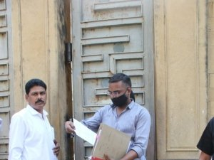 NCB Raid Shahrukh Khan's Residence Mannat In Mumbai