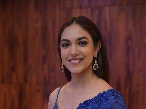 Ritu Varma : బ్లూ శారీ, స్లీవ్ లెస్ బ్లౌజ్ లో రచ్చ రేపుతున్న రీతువర్మ.. ఉల్లిపొర లాంటి బట్టల్లో!