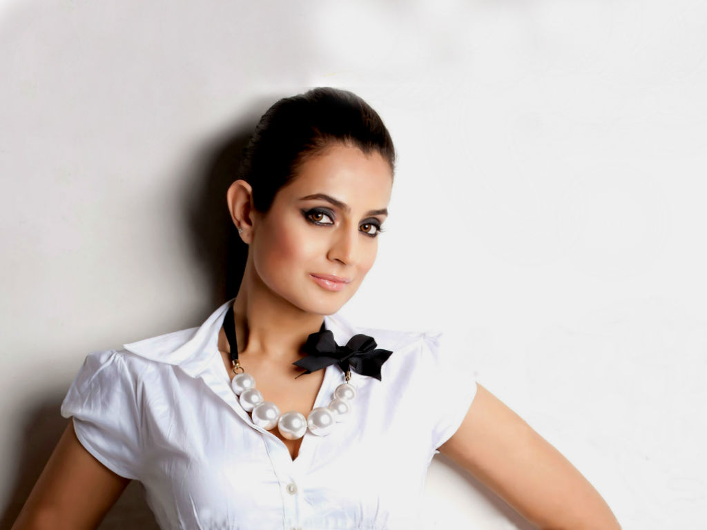 Amisha Patel Wallpapers