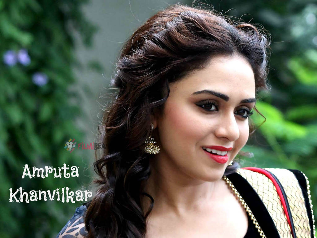 Amruta Khanvilkar Wallpaper