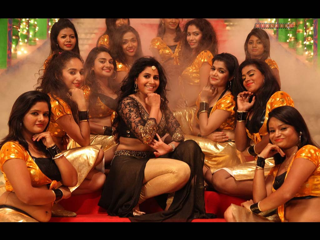 Anushree in Madha Mathu Manasi Wallpapers