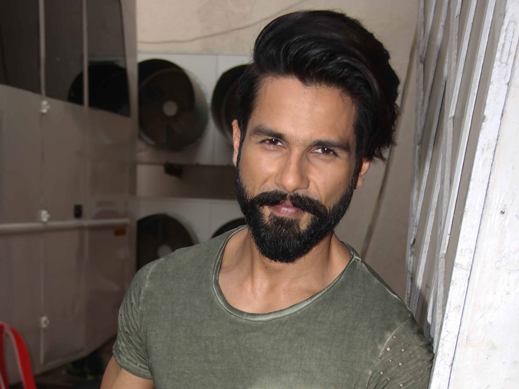 Shahid Kapoor Hd Wallpapers Latest Shahid Kapoor Wallpapers Hd Free Download 1080p To 2k Filmibeat