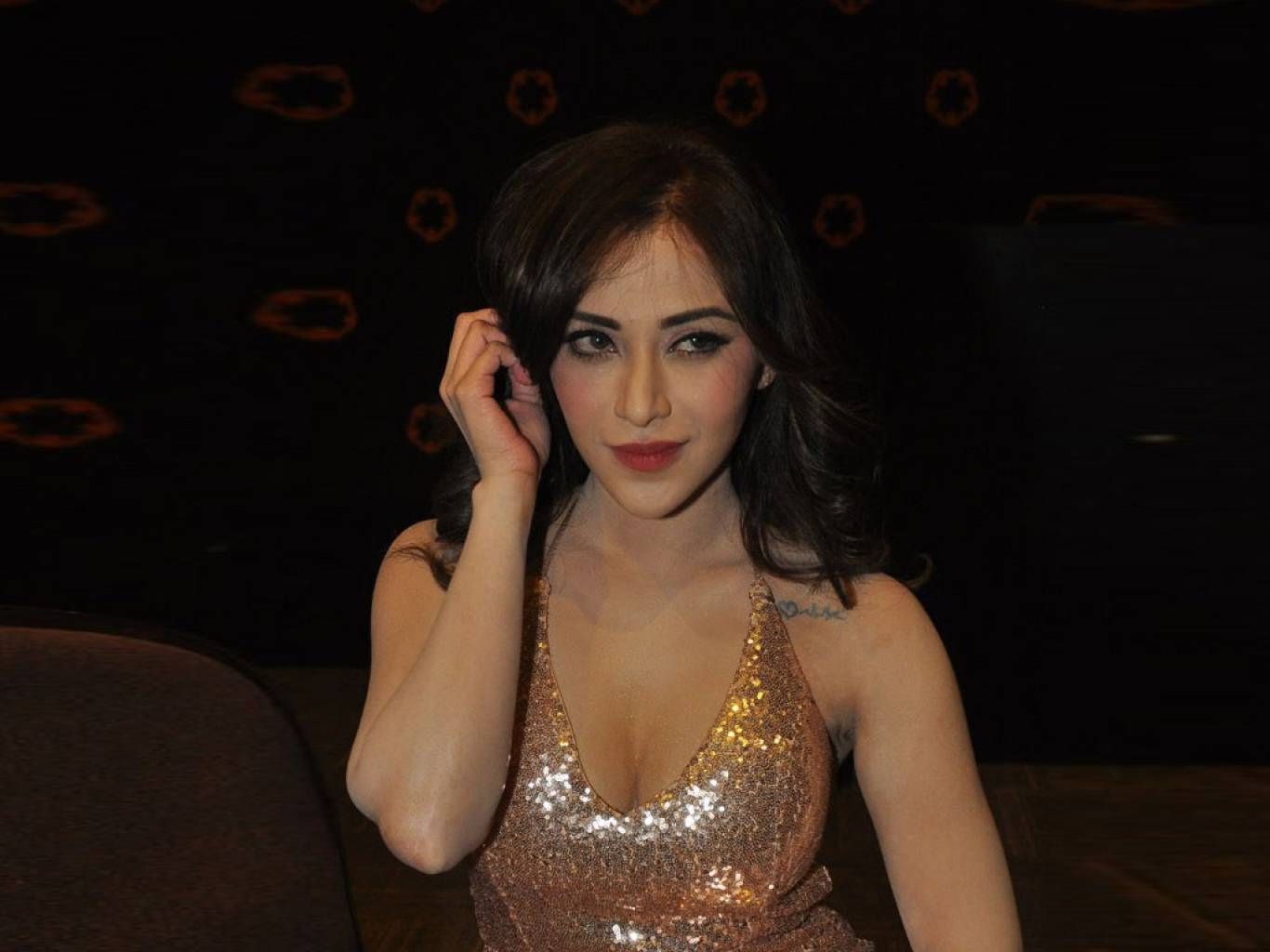 Angela Krislinzki Wallpapers