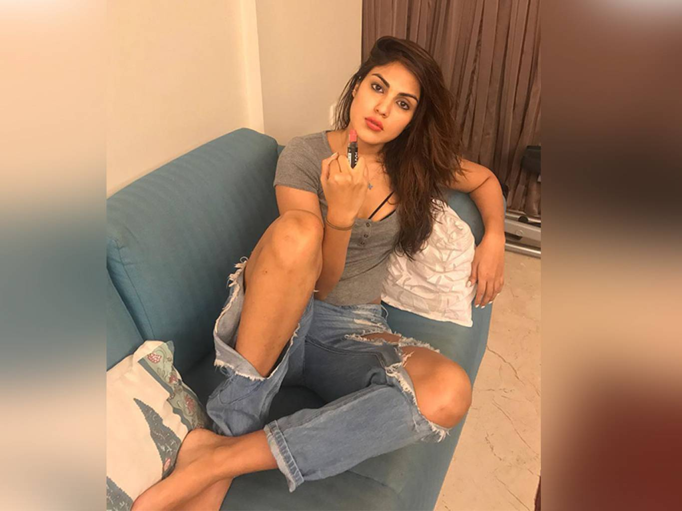 Rhea Chakraborty Wallpapers