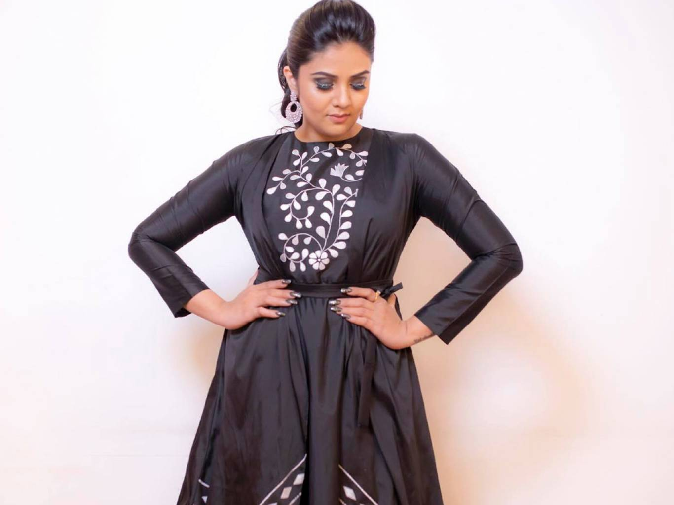 Sreemukhi Wallpapers