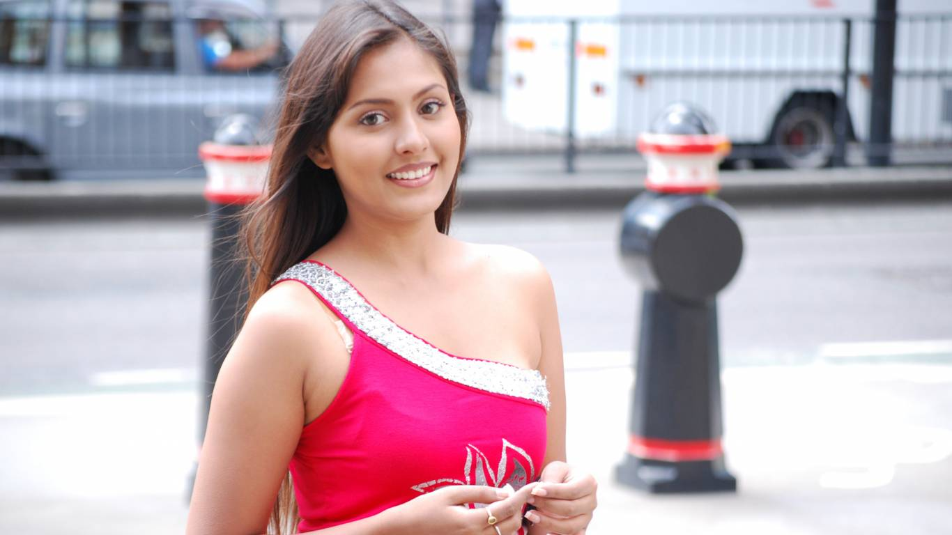 Madhu Shalini Wallpapers