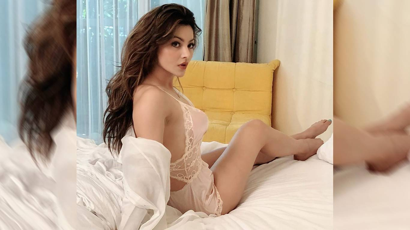 Urvashi Rautela Wallpapers  IMAGES, GIF, ANIMATED GIF, WALLPAPER, STICKER FOR WHATSAPP & FACEBOOK